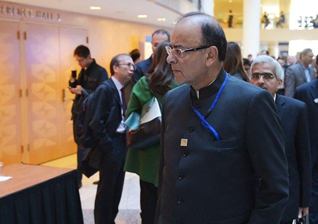 印度国防部长兼财政部长贾特里