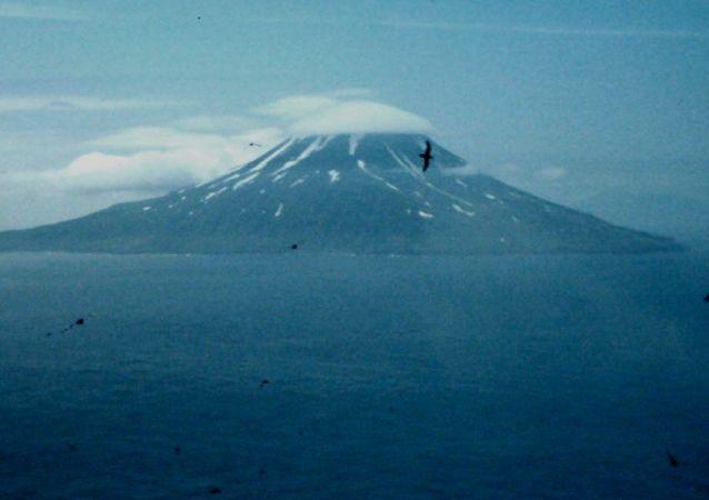 松轮岛(千岛群岛的一个岛)