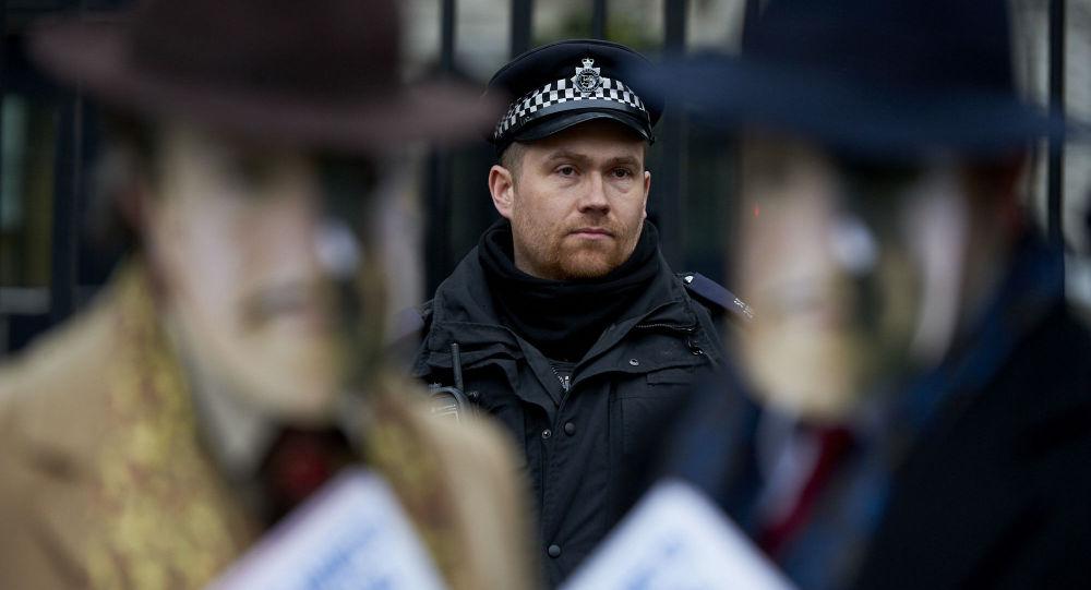 媒体:英国人向警方报告可疑极端分子的情况增加一倍