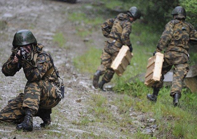 俄东部军区摩托化步兵进入战备检查状态