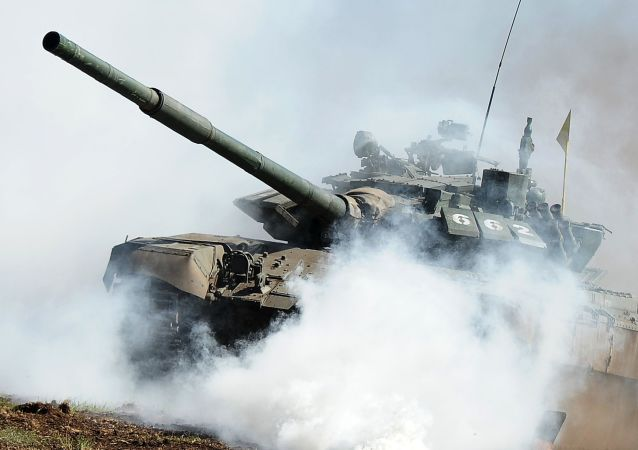 中国军人将驾驶新型坦克参加坦克两项比赛