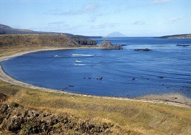 俄国防部勘察队在千岛群岛的松轮岛研究日军遗迹