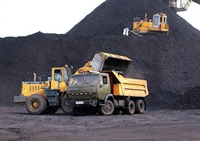 """消息人士:库兹巴斯""""扎列奇纳亚""""煤矿全体矿工火灾后被疏散"""