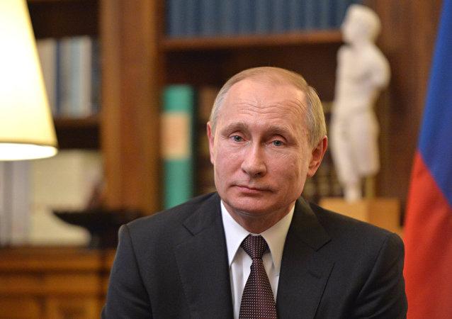 克宫:普京在电话中祝贺劳尔•卡斯特罗85岁生日快乐