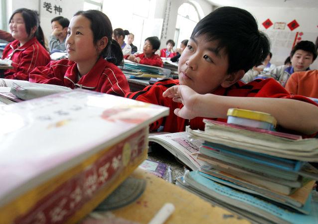 成都中学生利用玩麻将来学习英语