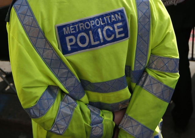 英国警官假装狗叫抓捕罪犯