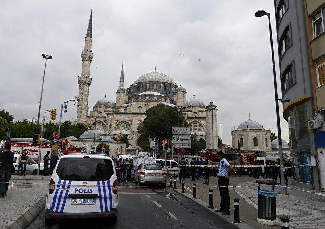 媒体:土耳其警方逮捕反对派报纸《共和国报》主编