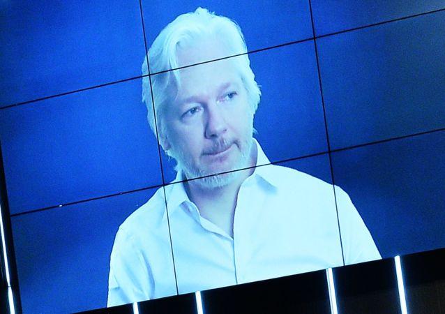 阿桑奇:维基解密将公布希拉里·克林顿的电子邮件