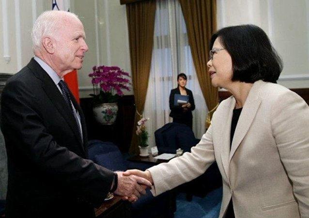 台湾总统蔡英文6月5日接见美国联邦参议院军事委员会主席麦凯恩
