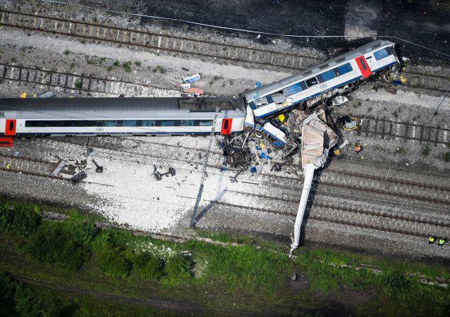 媒体:美国列车脱轨事故受伤人数接近30人