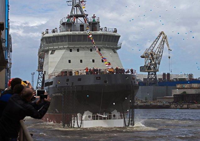 俄罗斯海军最近40年来的首艘破冰船下水