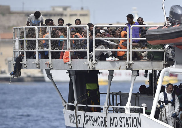 媒体:3000多移民在西西里岛被施救
