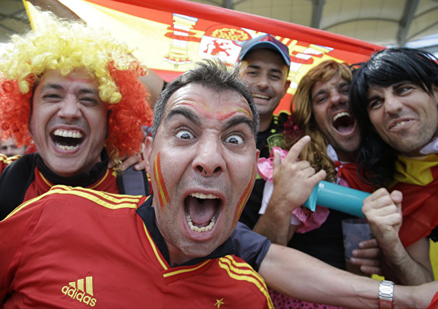 西班牙球迷在本国国家队战胜捷克队后