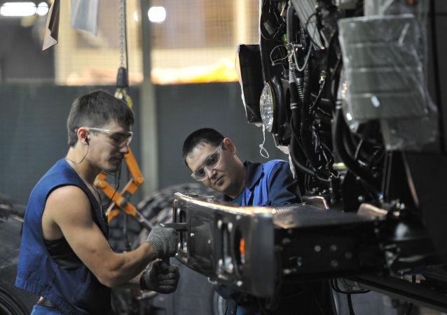 媒体:中国雇主在俄罗斯寻求廉价劳动力