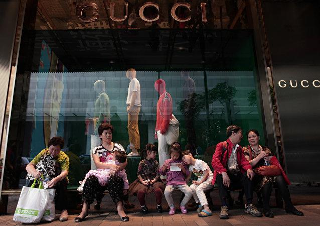 中国游客2015年的出境游花费超过所有人