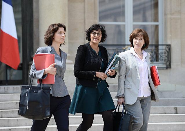 法国一半女性因在公共交通工具上有性骚扰而放弃穿裙子