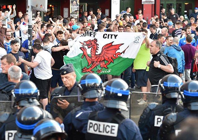 里尔警方证实市内发生球迷冲突