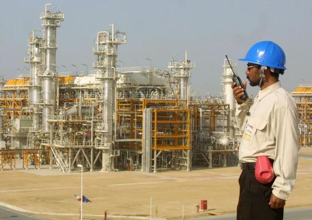 伊朗每天开采石油400万桶 一半销往欧洲