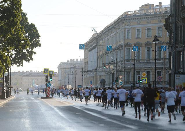 圣彼得堡国际经济论坛与会者沿市中心奔跑5公里