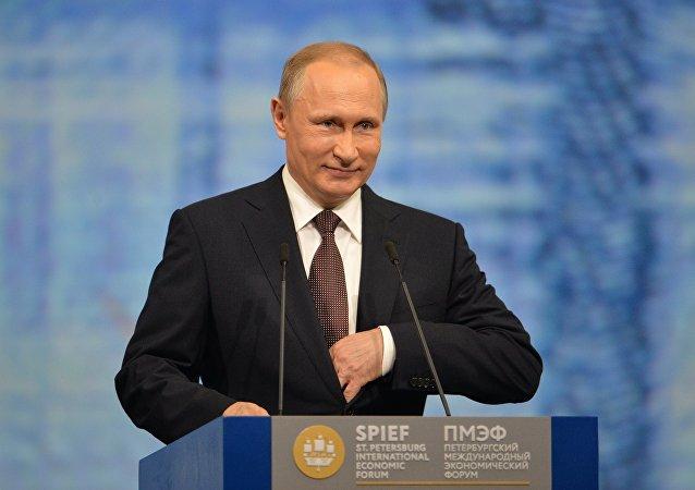 普京表示,大约有40个国家和国际组织表示愿意与欧亚经济联盟进行合作。