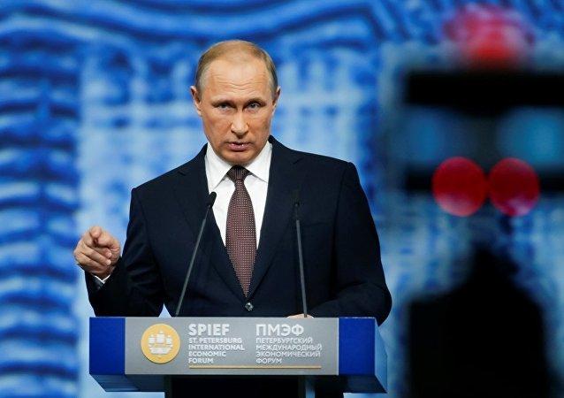 普京表示,若乌克兰现政权以民主途径获得了当前地位,俄罗斯就可以和乌克兰平静地合作