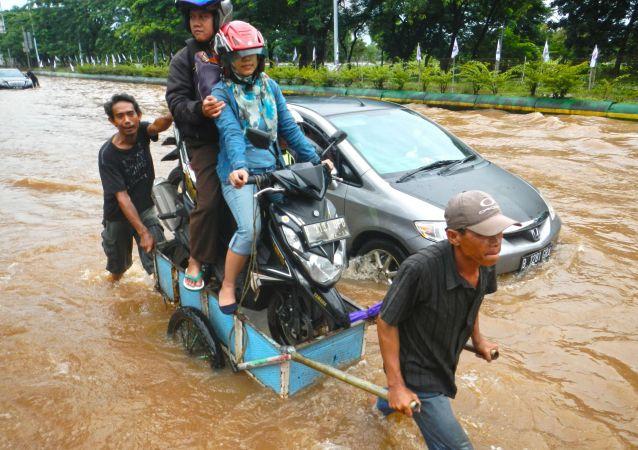 印尼水灾和滑坡致24人死亡几十人失踪