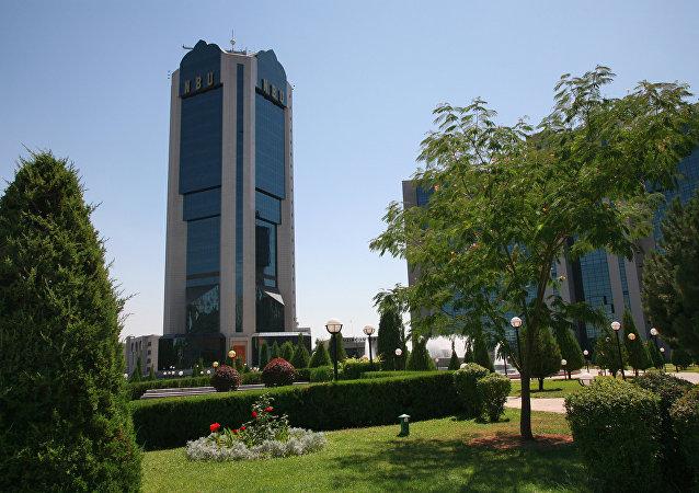 新闻中心:约四百记者注册采访上合组织塔什干峰会