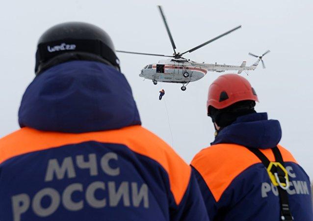 俄紧急情况部:卡累利阿湖上事故救出36人,4人生死未卜