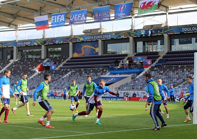 俄罗斯足球队球员今日仍将佩戴黑纱参加比赛