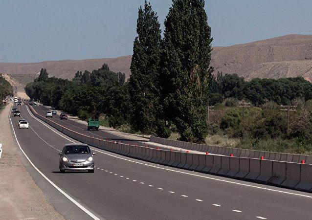 中国将无偿为吉尔吉斯斯坦首都翻修100公里公路