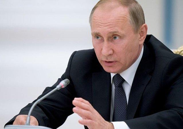 普京:俄将继续加强武装力量 这是应对威胁的重要手段