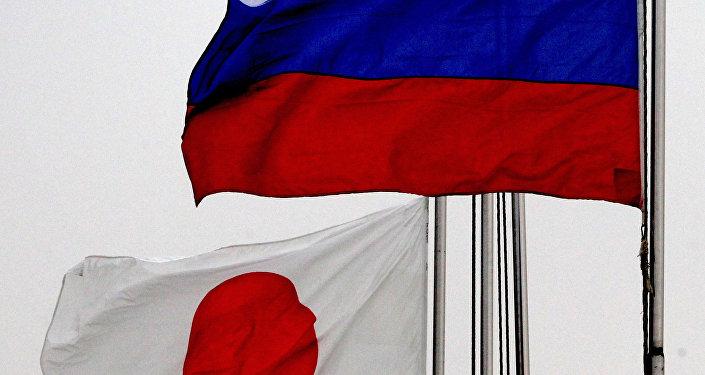 日本首相表示,东京希望,加强日俄互信将最终使两国签署和平协议
