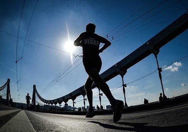 美国马拉松选手将沿古丝路长跑 525 公里