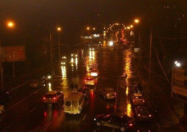 强风暴雨在顿河畔罗斯托夫引发洪灾