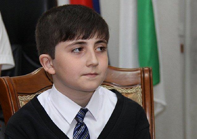 俄印古什一男孩攒3000卢布寄给普京