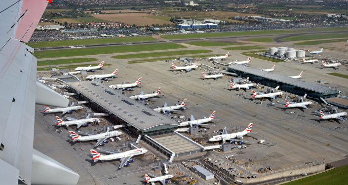 倫敦希思羅機場發生重大交通事故疏散乘客數百人