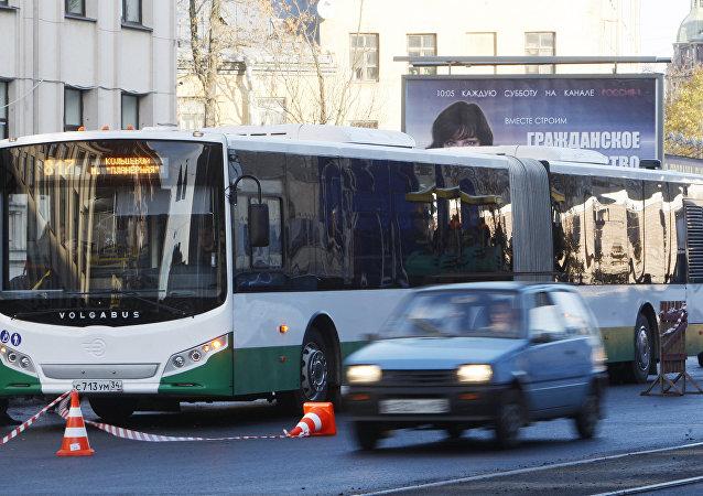 俄罗斯工厂制成无人驾驶大巴车