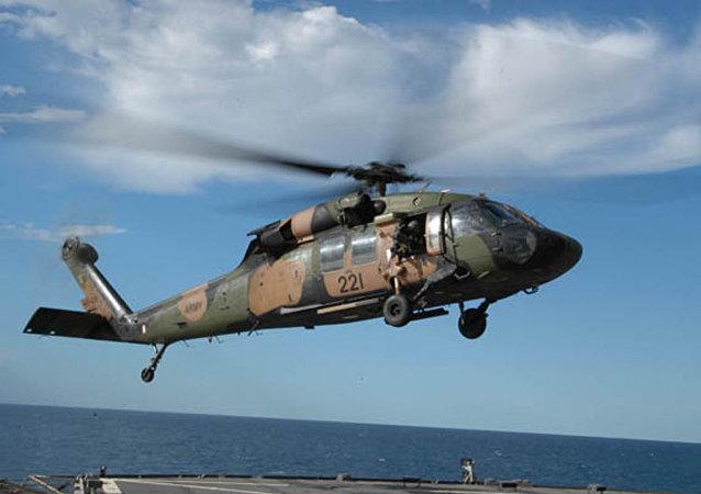 一架黑鹰直升机