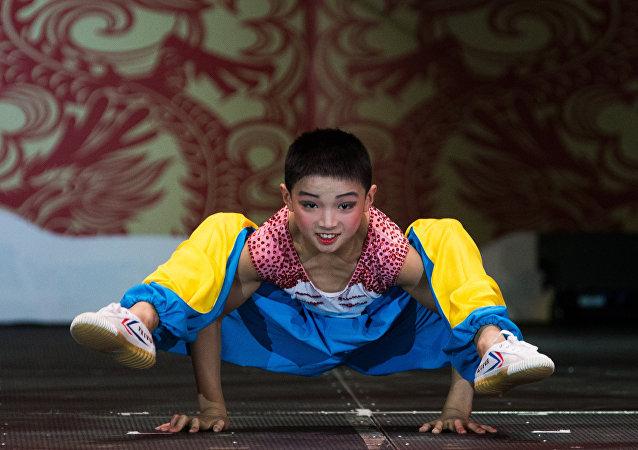 中国杂技演员在圣彼得堡/资料图片/