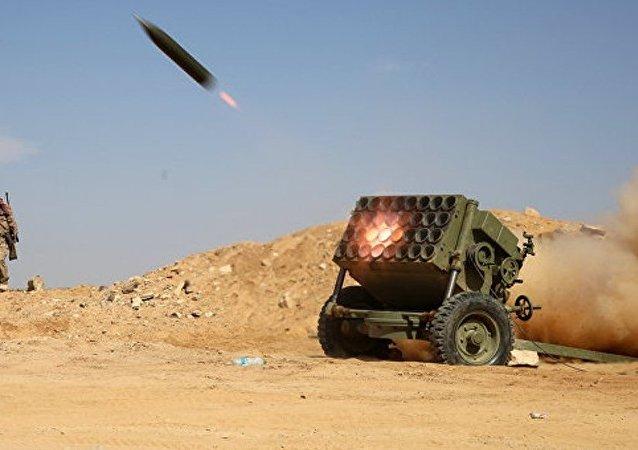 媒体:也门政府军收复亚丁市附近的军事基地