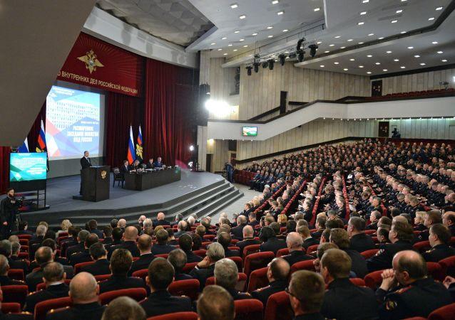 普京签署扩编内务部6.4万多人的法令