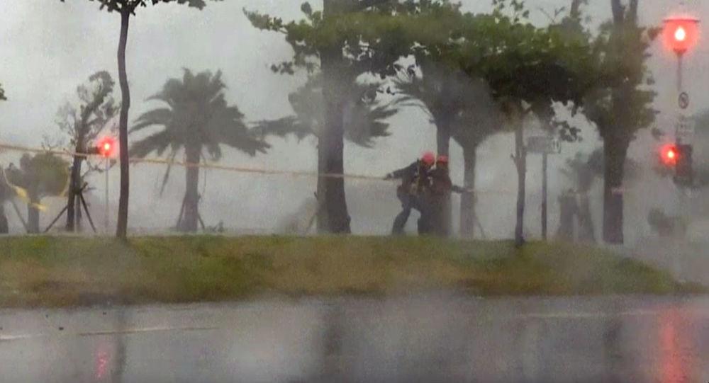 颱風塔拉斯逼近海南省
