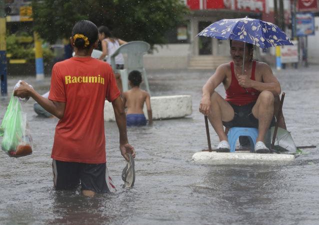 """菲律宾因台风""""北冕""""遇难人数已增至13人"""