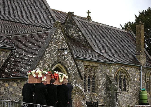 英国最长寿老人去世 享年114岁