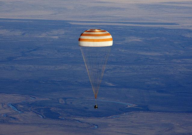 """在""""Innoprom""""展会上展示了用于太空飞船的降落伞系统"""