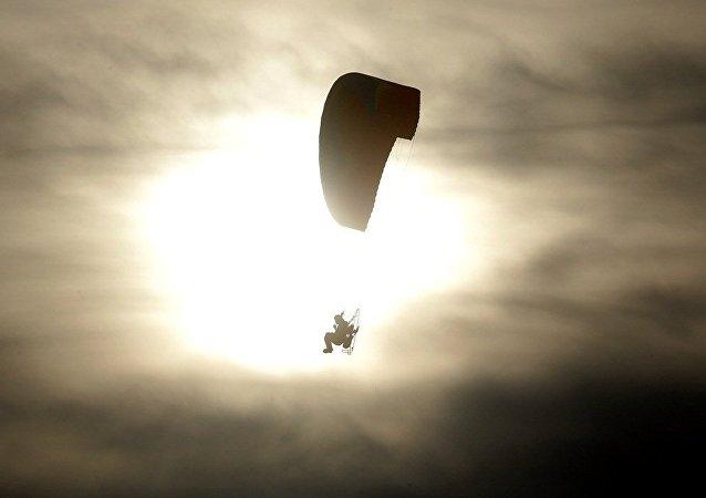 美国跳伞员7月30日将进行7600米高空无伞空降