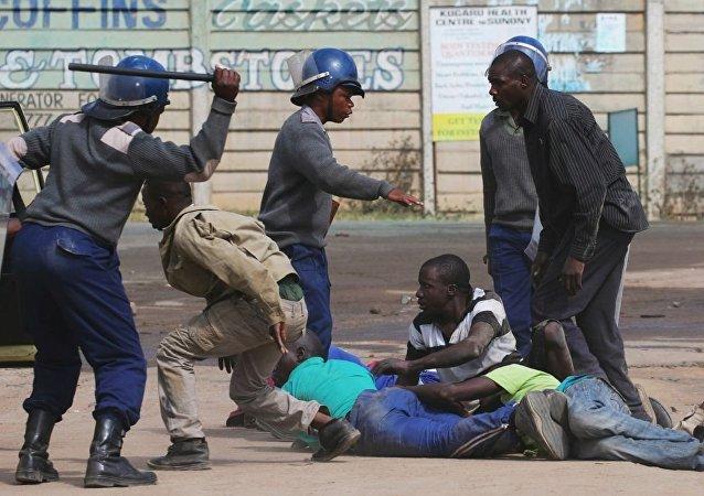 津巴布韦警方将动用武力驱散抗议者
