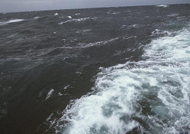 救援人员:一艘载有16名船员的印尼船只在爪哇海沉没