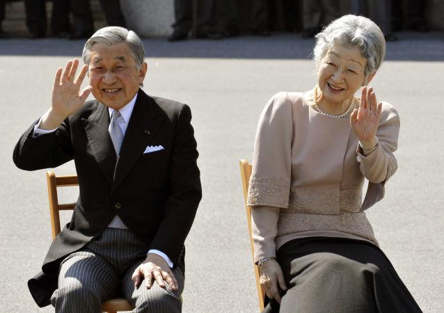 明仁天皇和美智子皇后在东京