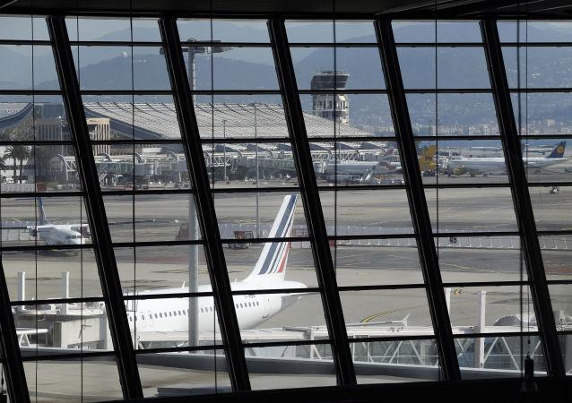 媒体:尼斯机场在紧急疏散